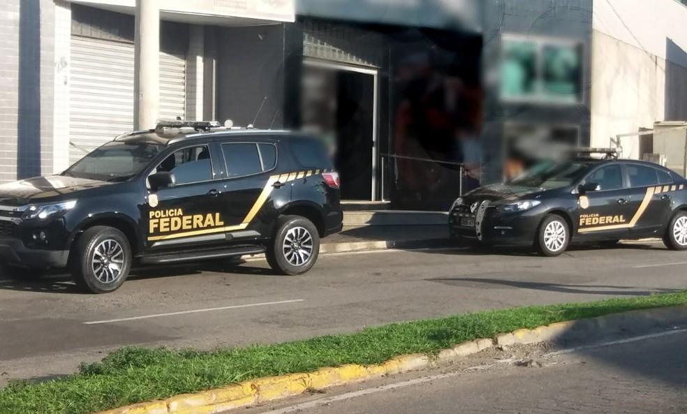Itaúna: PF cumpre mandados sobre falsificação de documentos para porte de arma